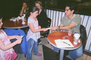 Derek_signs_autographs