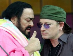 Pavarotti_and_bono_by_alberto_pella