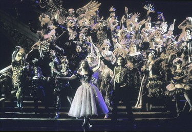 Phantom_of_the_opera_masquerade_2